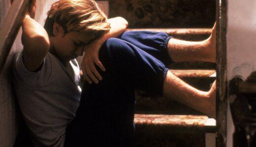 リヴァー・フェニックスの生涯を、出演映画10作と共に振り返る|壮絶な幼少期を過ごした彼の本当の最期は…
